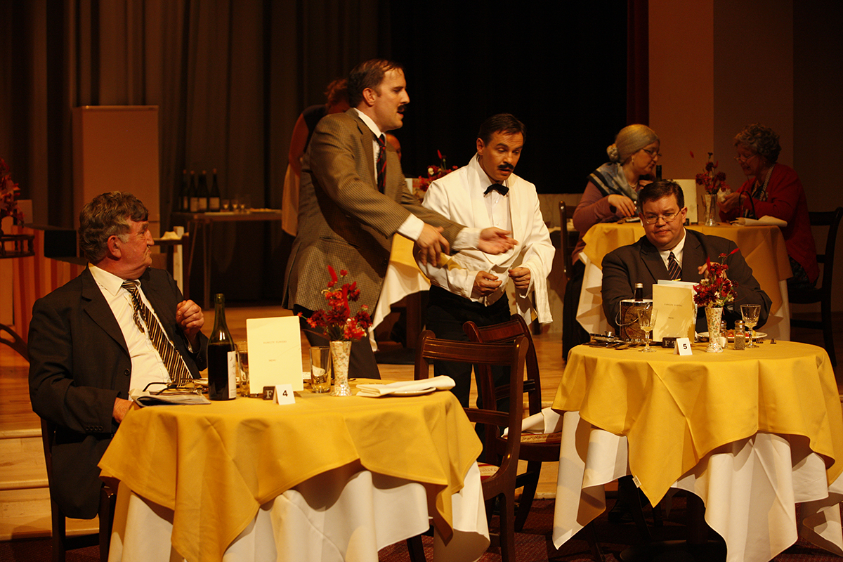 MKTOC - Fawlty Towers: Confusion with the food