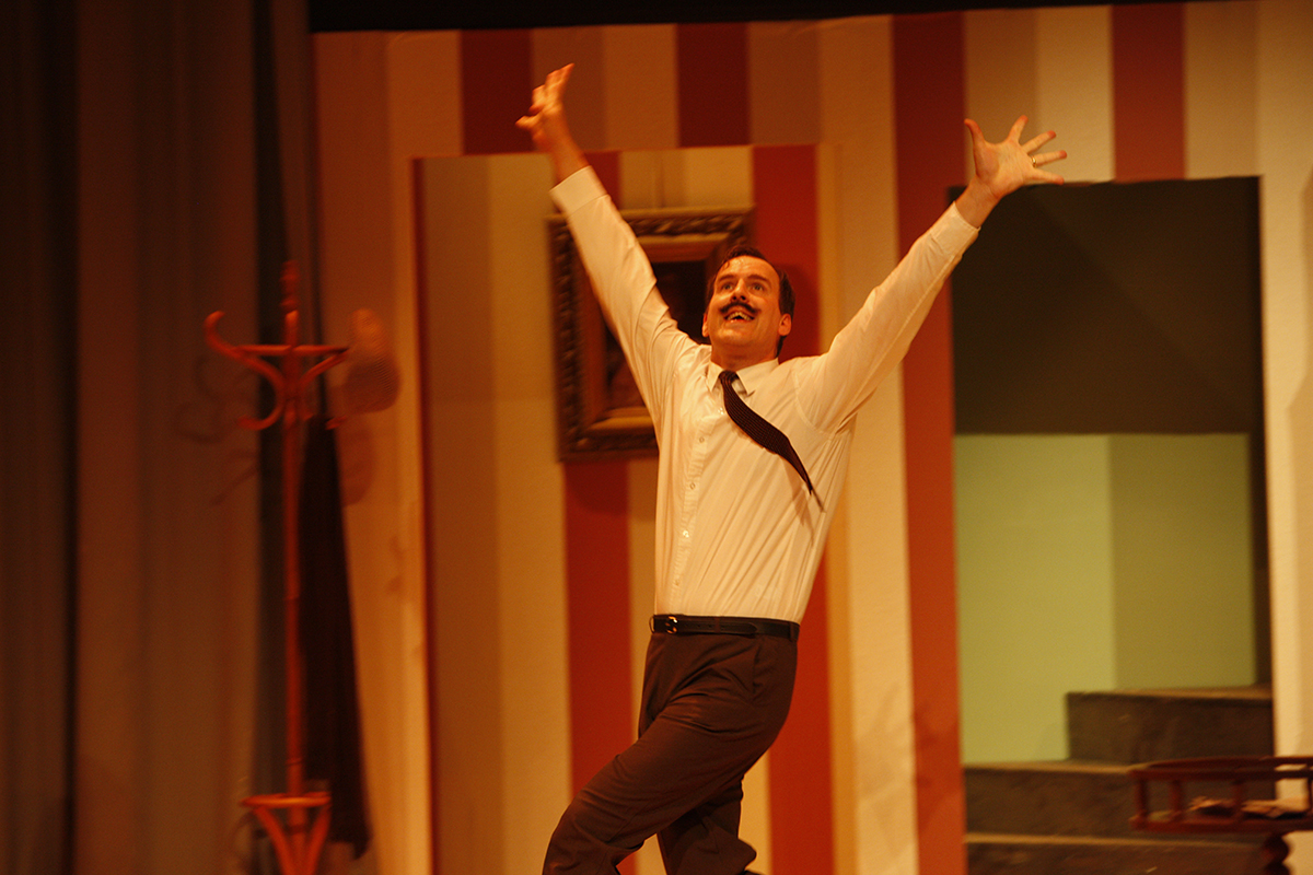 MKTOC - Fawlty Towers - The cat lives!
